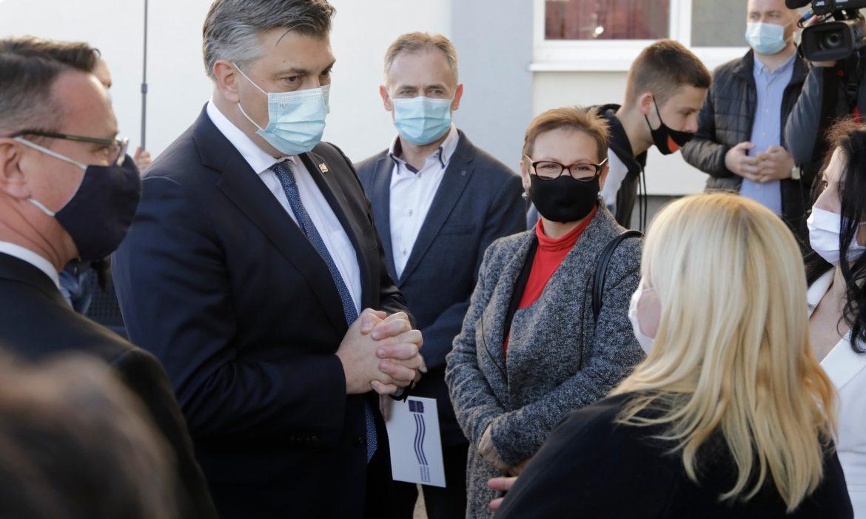 Članovi Vlade RH obišli novoizgrađenu zgradu pedijatrije